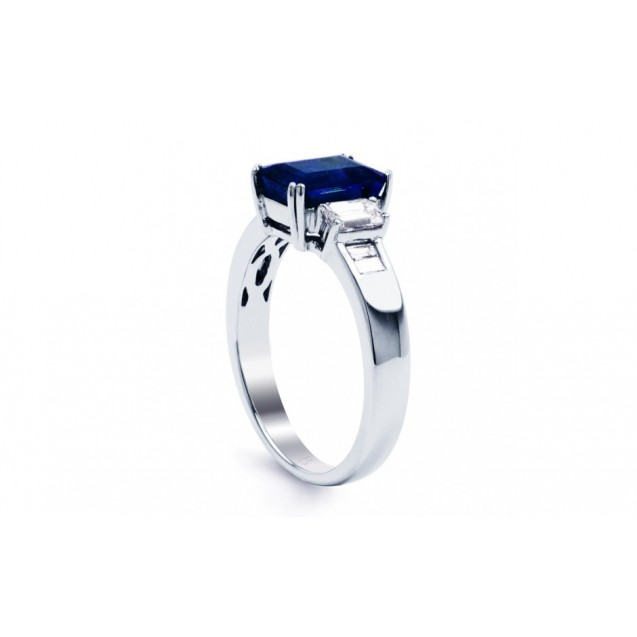 Blue Sapphire and Diamond ring set in 14K White Gold (1.75ct Bs)